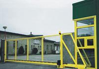 Montaje de las puertas de entrada y portones